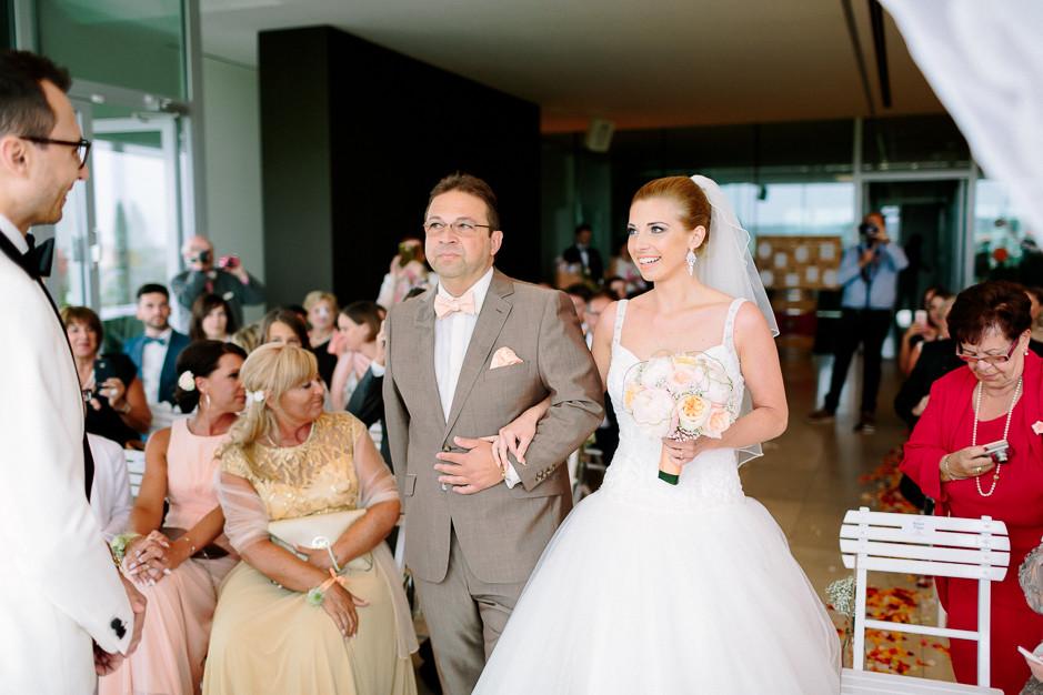 Daniela+Manuel - DM-Hochzeit-Weingut-Hillinger-030.jpg