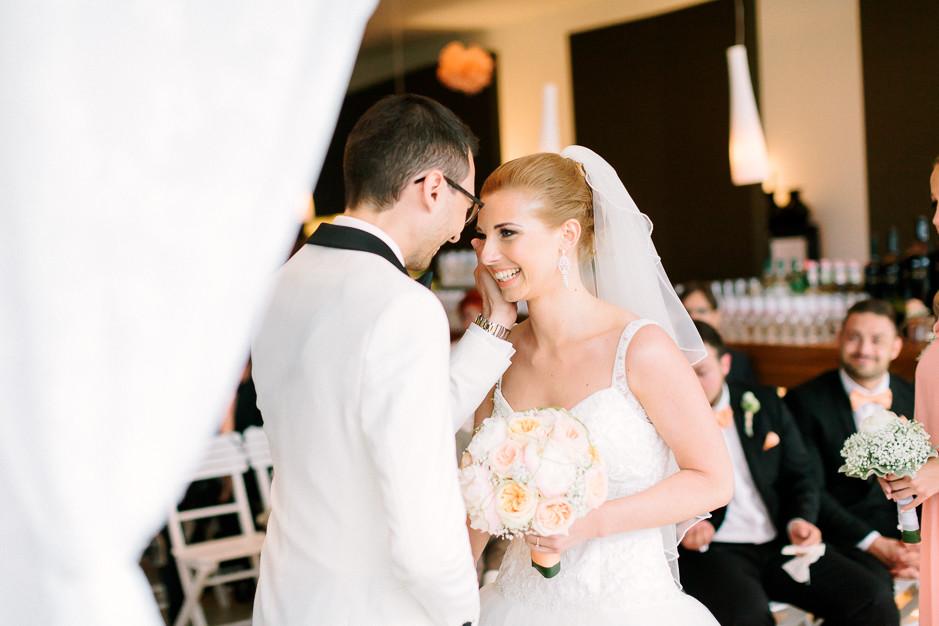 Daniela+Manuel - DM-Hochzeit-Weingut-Hillinger-031.jpg
