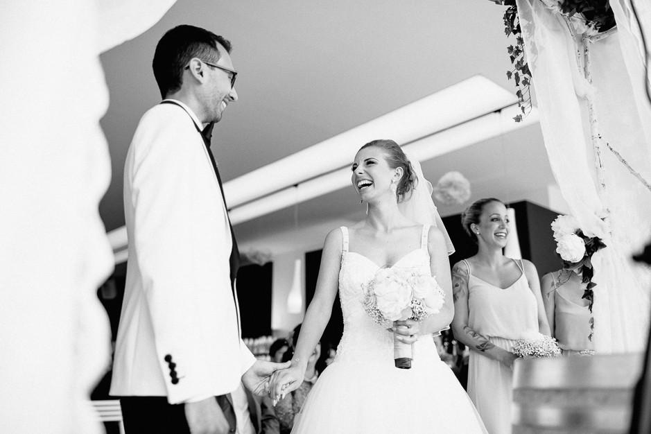 Daniela+Manuel - DM-Hochzeit-Weingut-Hillinger-034.jpg