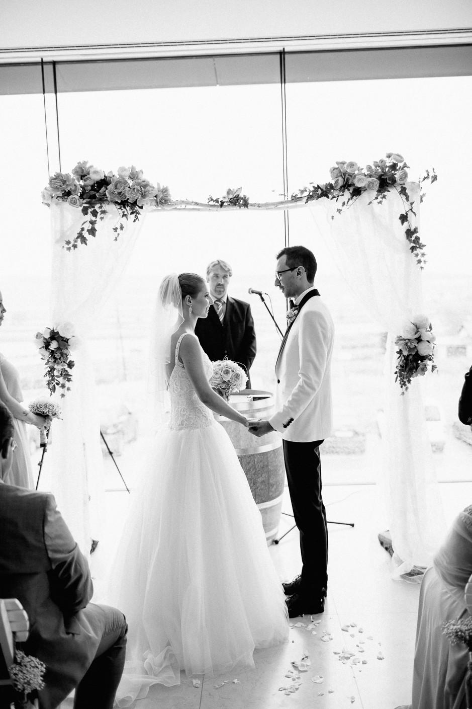 Daniela+Manuel - DM-Hochzeit-Weingut-Hillinger-036.jpg