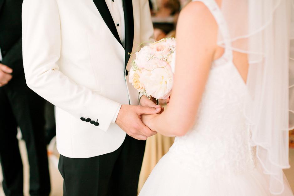 Daniela+Manuel - DM-Hochzeit-Weingut-Hillinger-037.jpg