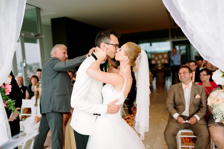 Daniela+Manuel - DM-Hochzeit-Weingut-Hillinger-038.jpg