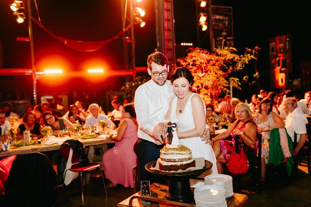 Barbara+Florian - BF-Hochzeit-Moebeldepot-063.jpg