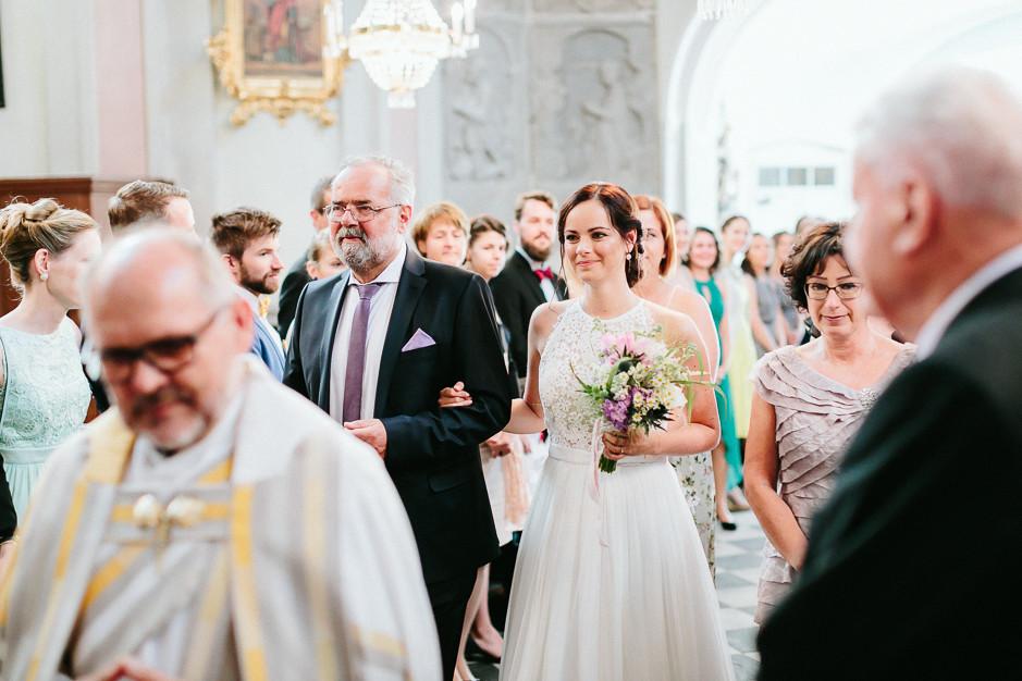 Inga+Michael - IM-Hochzeit-Weingut-Holler-031.jpg