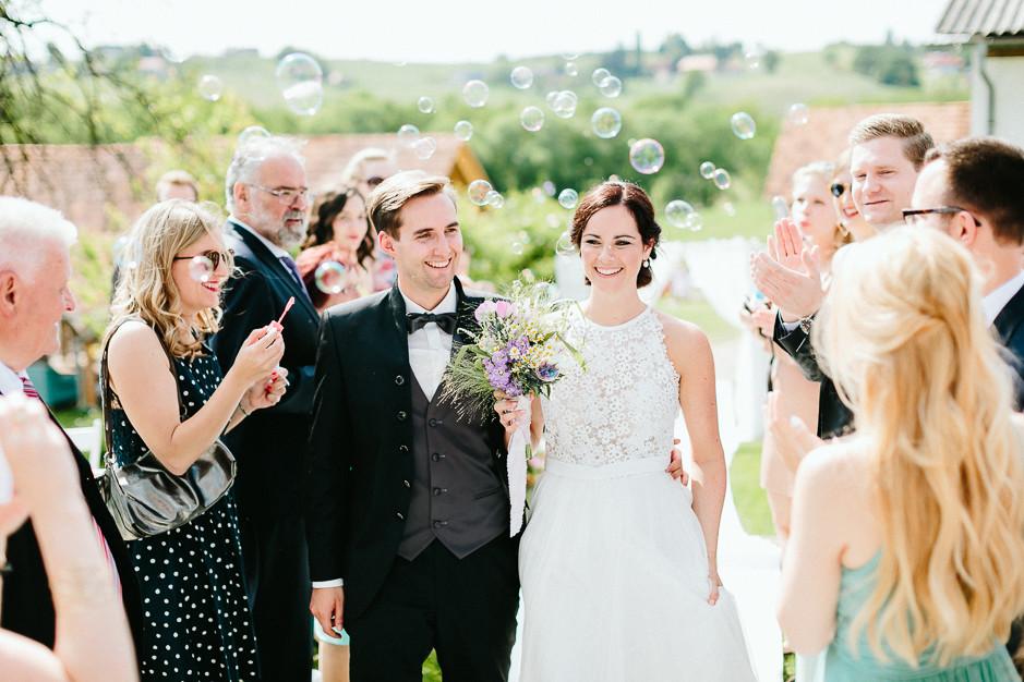 Inga+Michael - IM-Hochzeit-Weingut-Holler-074.jpg