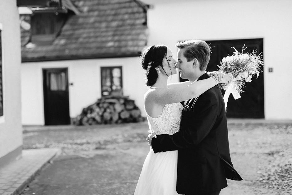Inga+Michael - IM-Hochzeit-Weingut-Holler-087.jpg