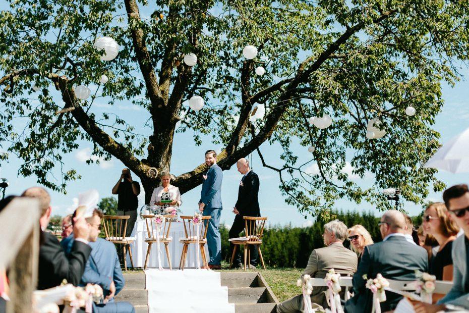 Julia+Daniel - JD-Hochzeit-Weingut-Holler-034.jpg