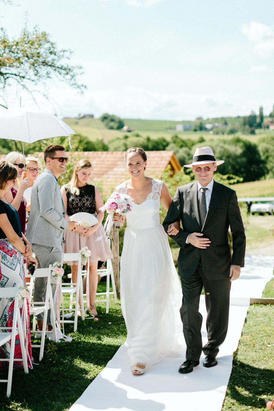 Julia+Daniel - JD-Hochzeit-Weingut-Holler-036.jpg