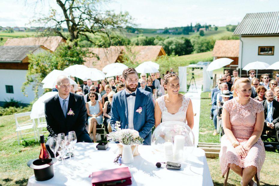 Julia+Daniel - JD-Hochzeit-Weingut-Holler-038.jpg