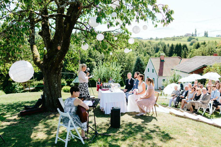 Julia+Daniel - JD-Hochzeit-Weingut-Holler-040.jpg