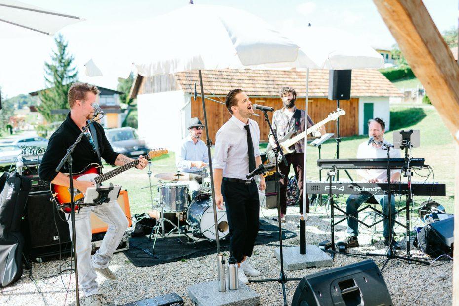 Julia+Daniel - JD-Hochzeit-Weingut-Holler-073.jpg