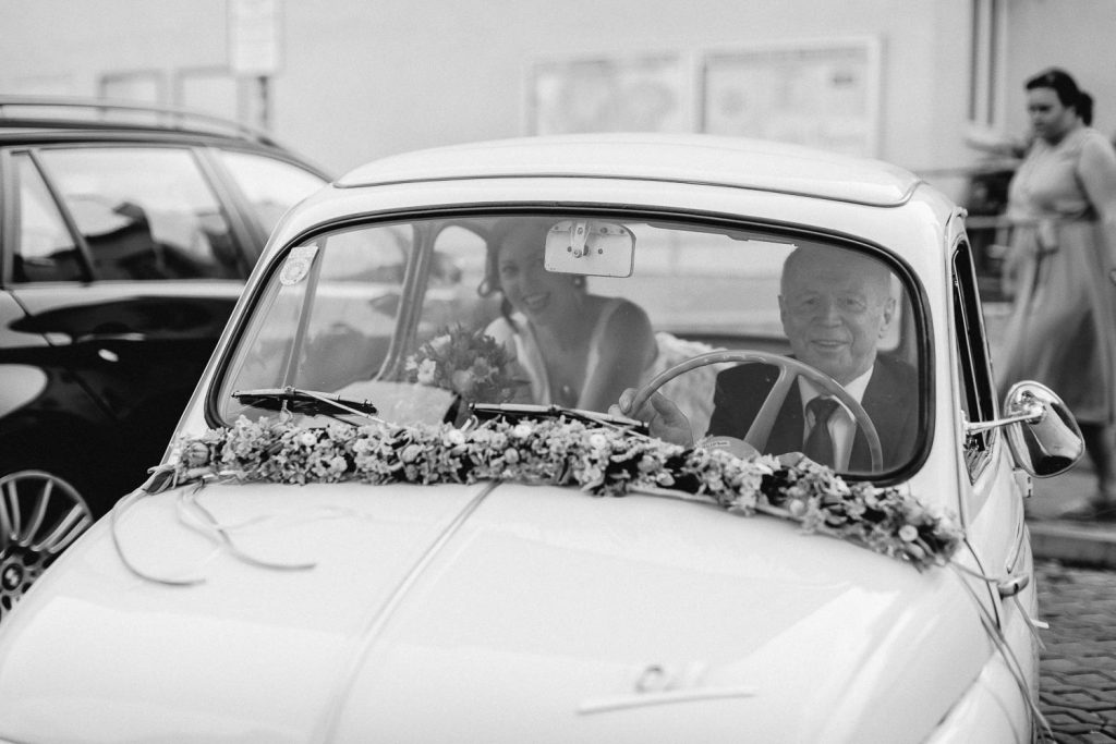 Barbara+Florian - BF-Hochzeit-Moebeldepot-012.jpg