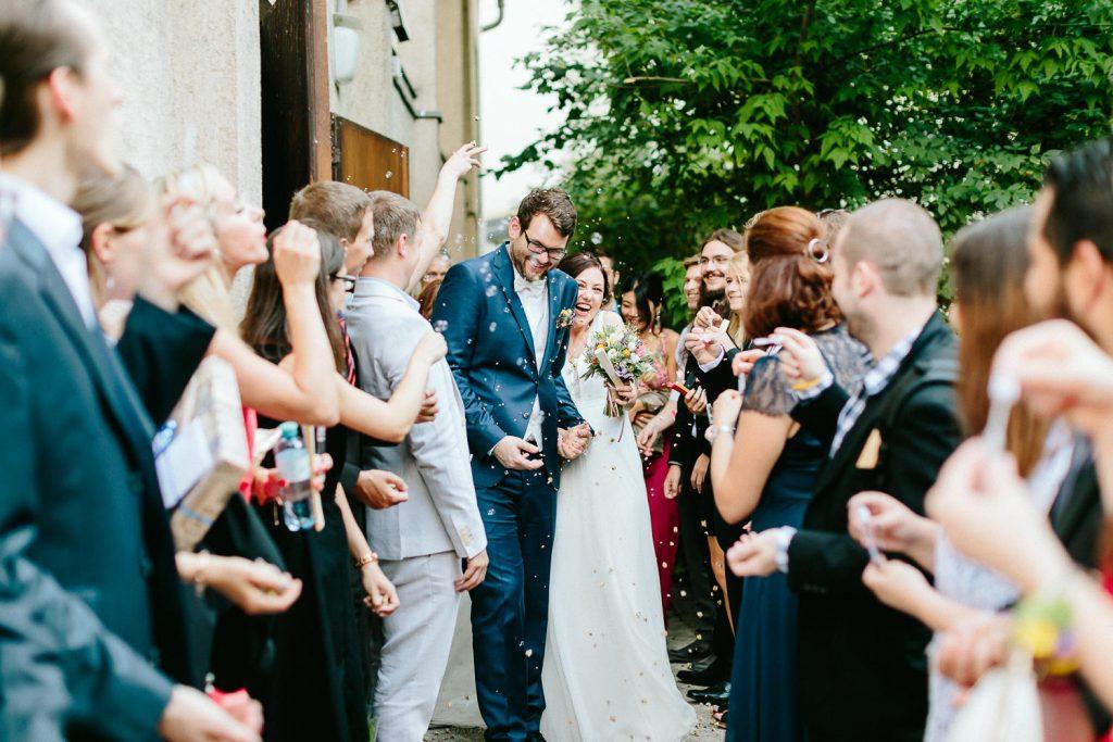 Barbara+Florian - BF-Hochzeit-Moebeldepot-024.jpg