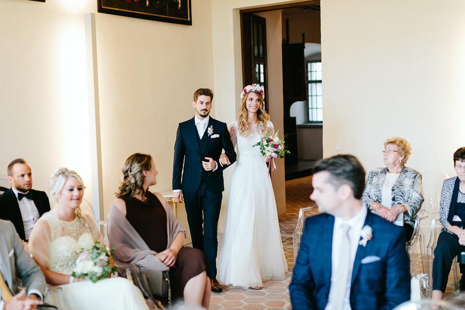 Tamara+Thomas - Hochzeit-Burg-Forchtenstein-023.jpg