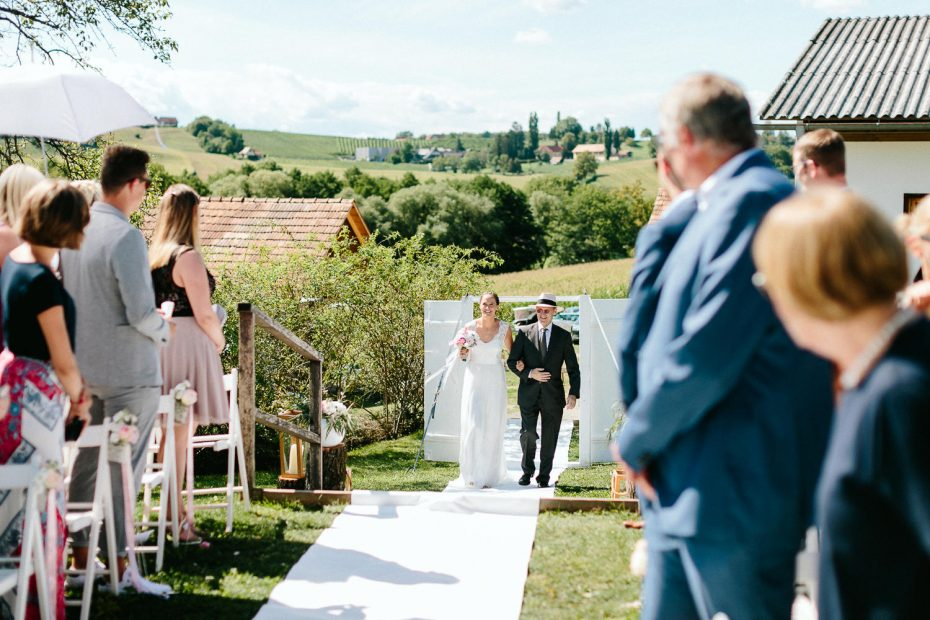 Julia+Daniel - JD-Hochzeit-Weingut-Holler-035.jpg
