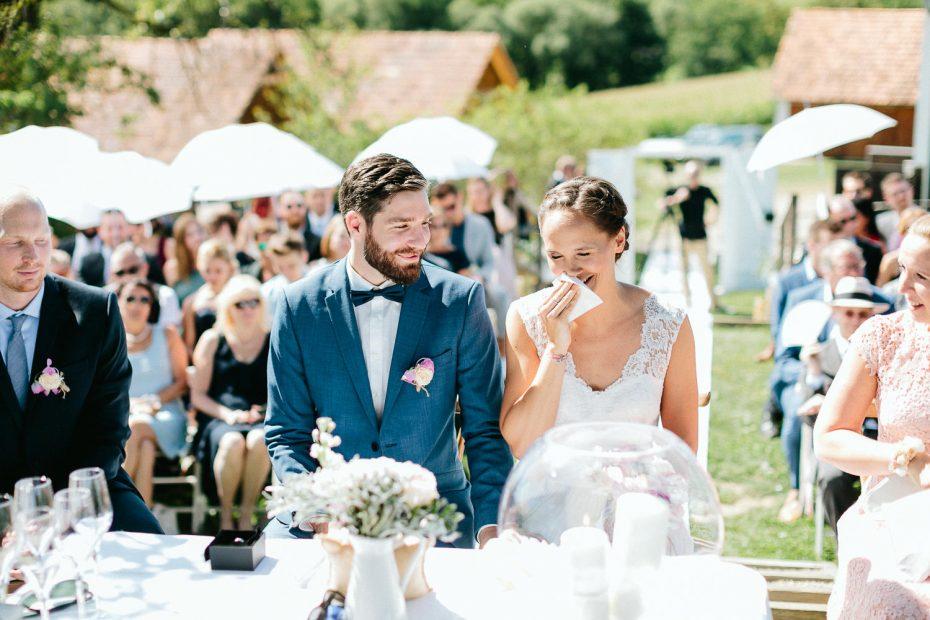 Julia+Daniel - JD-Hochzeit-Weingut-Holler-043.jpg
