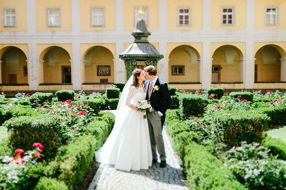 Valentina+Matthias - VM-Hochzeit-Schlosspark-Mühlbach-am-Manhartsberg-057.jpg